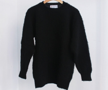 Shaggy Dog Crew Neck Sweater (Black)